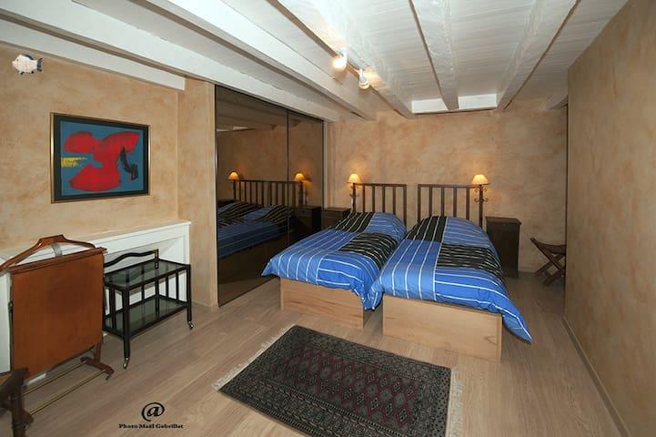 "CHAMBRE D'HÔTE ""POISSON"" - Billom - 家庭式旅館"