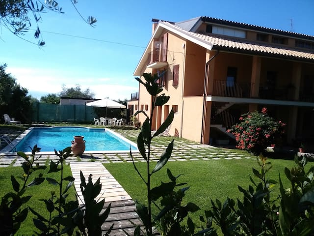 apartment with swimming pool - Filetto - Leilighet
