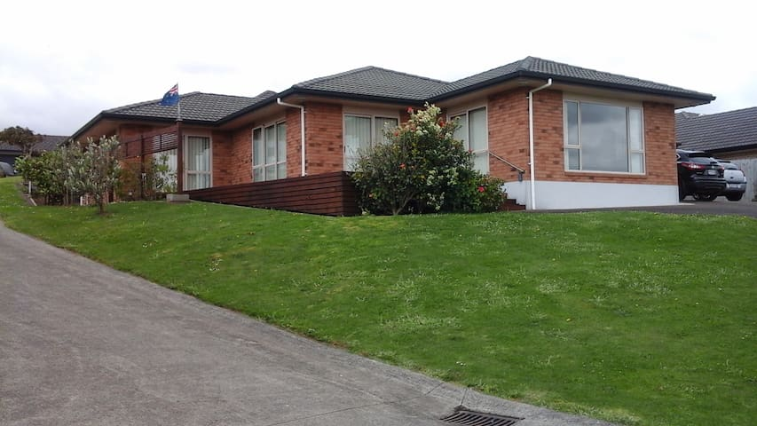 Pukekohe on the hill. - Pukekohe - Hus