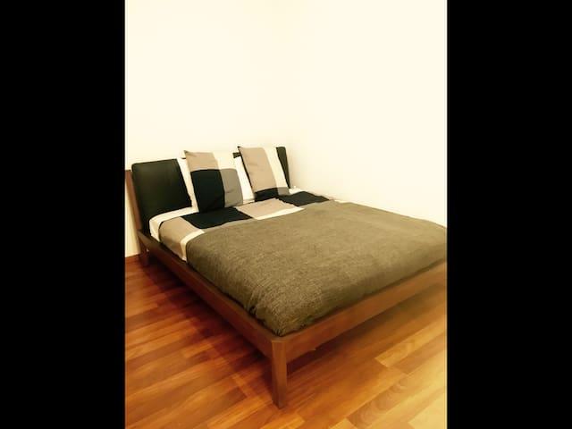 Cozy room just 4min. away from ZRH Airport. - Kloten - Pis