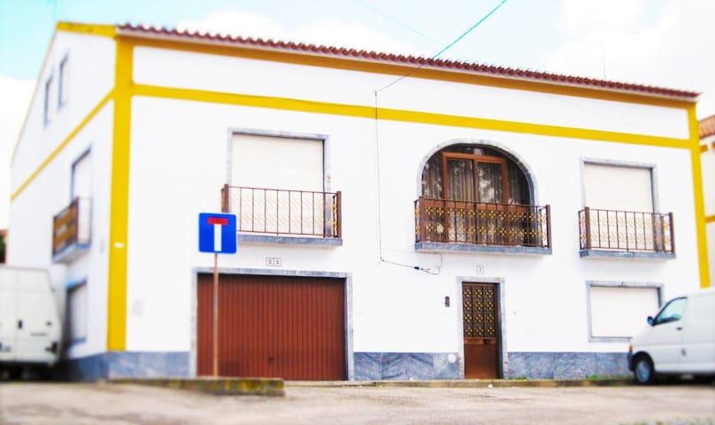 5 Bedroom Family Home - Viana do Alentejo - Huis