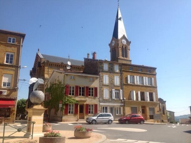 Quaint family-friendly french village house. - Bessenay - Casa