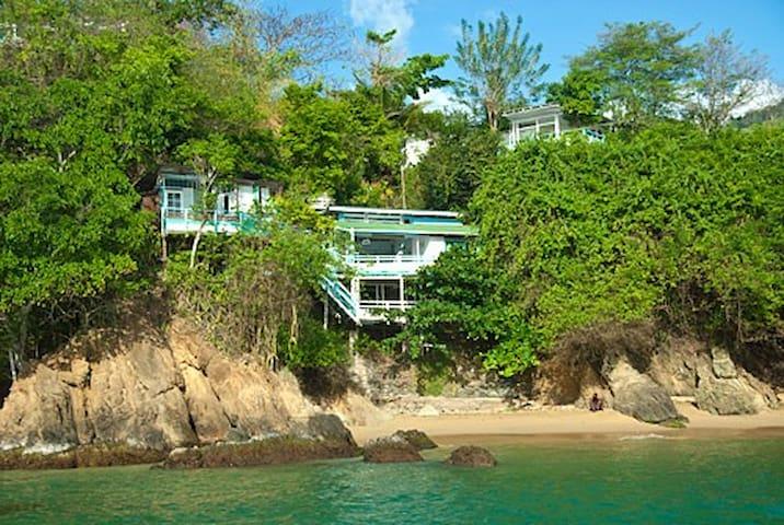 Blue Mango Cottages/ Sea Steps Unit - Scarborough - Bed & Breakfast