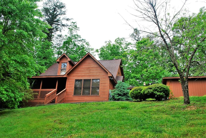 Pigeon Forge Cabin- Great Location! Hot Tub! - Pigeon Forge - Cabaña