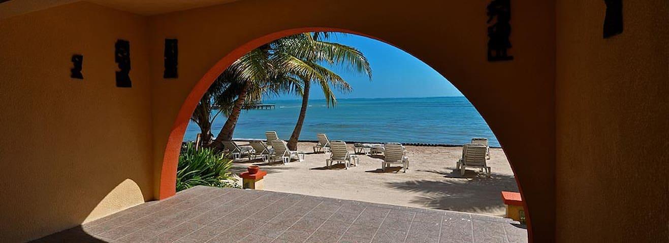 Beach property, 'balcony room', breakfast incld-BB - San Pedro - Apartamento