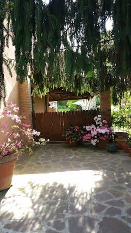 GIARDINO SU ROMA - Monte Porzio Catone - Kulübe
