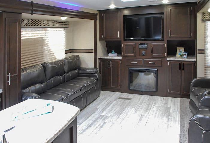 Luxury RV Living - Lot #1 - Brazoria - Husbil/husvagn