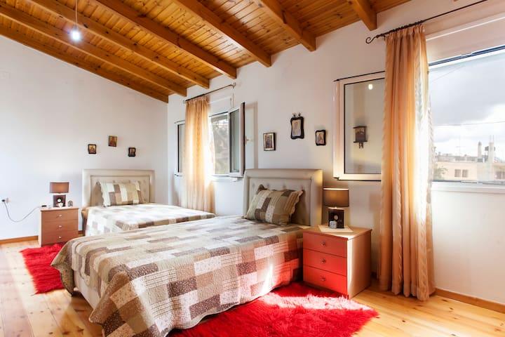 Stone house with Wooden floor - Iraklio