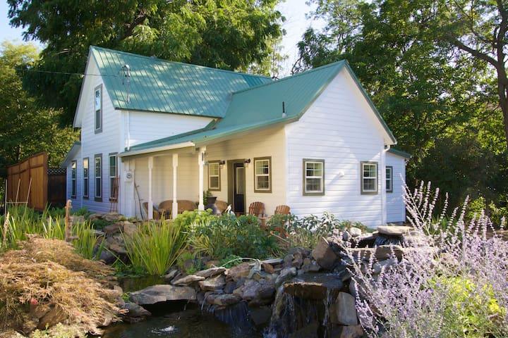 Historic Country Farmhouse on Creek - Milton-Freewater - Ev