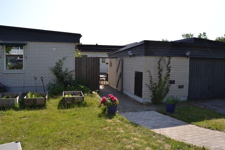 One or two rooms in bungalow - Ekerö - Bed & Breakfast