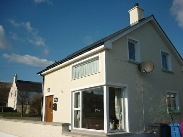 Magnolia Cottage B&B in scenic coastal village - Carnlough - Bed & Breakfast