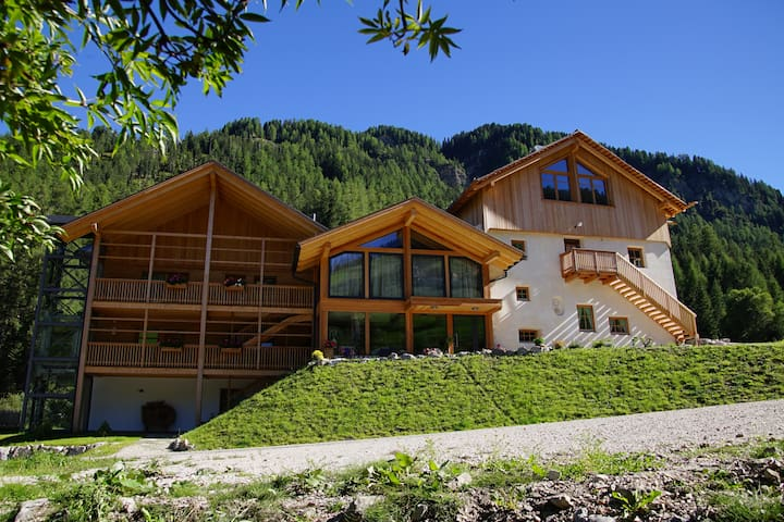 Chalet Morná: a very cozy and fine attic - San Martino in Badia - Cabin