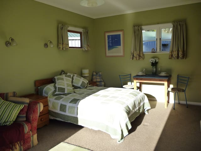 Quail Valley Cottage: private and sunny - Belgrove - Pousada