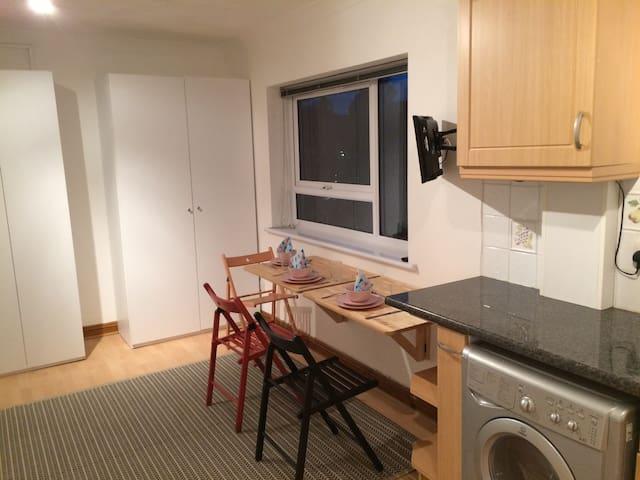 pied-à-terre; studio flat, Center of Hull for 2017 - Kingston upon Hull - Leilighet