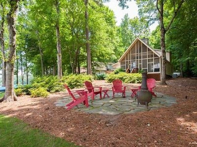 Lakeside serenity with outdoor amenities. - Eatonton - Hus