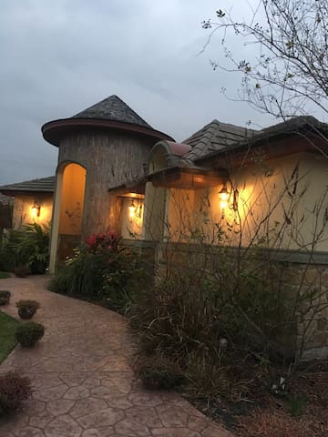 2 rooms/gated community, 1st class - McAllen