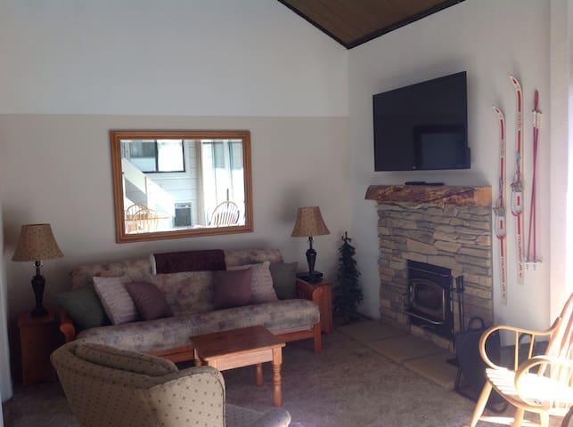 Deluxe  studio/loft sleeps 5 - Mammoth Lakes - Appartement