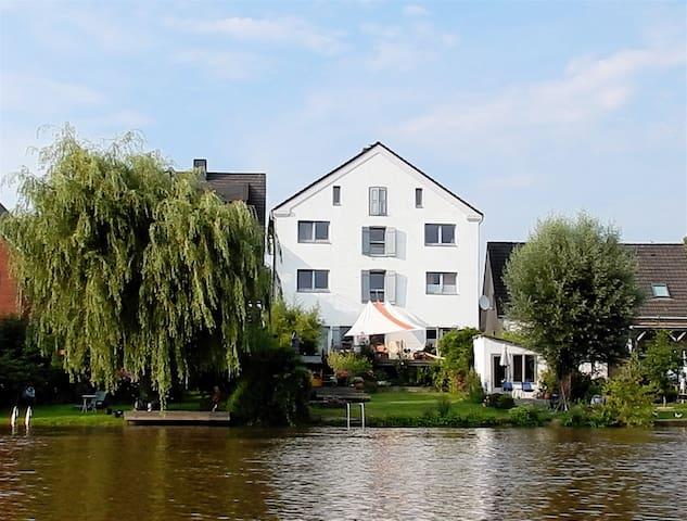 Historischer Kornspeicher am Fluss. - Osten - Lägenhet