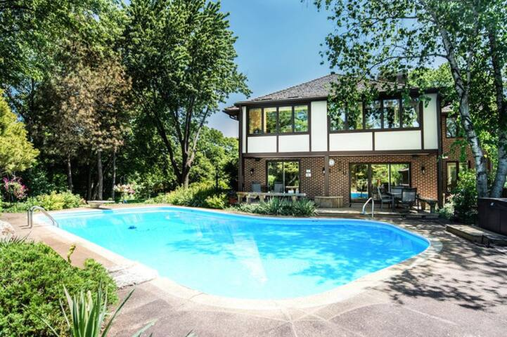 Incredible Suburban Dream Retreat w/ Pool - Long Grove