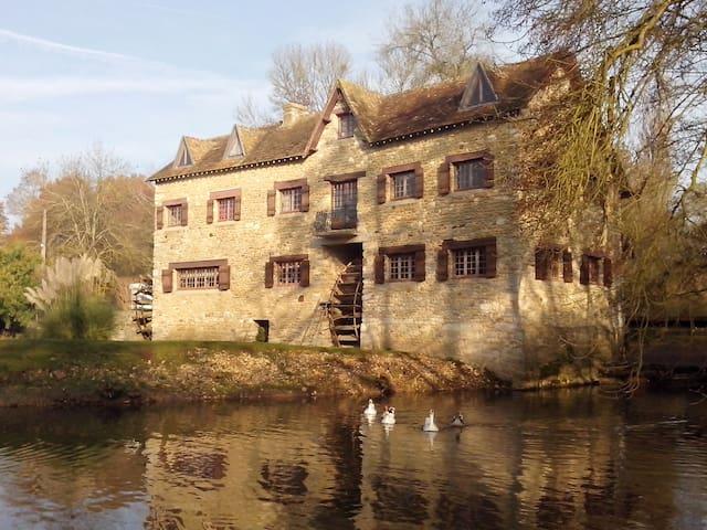Le Moulin de Courmauboeuf (17ème siècle) - Yvré-l'Évêque - Casa