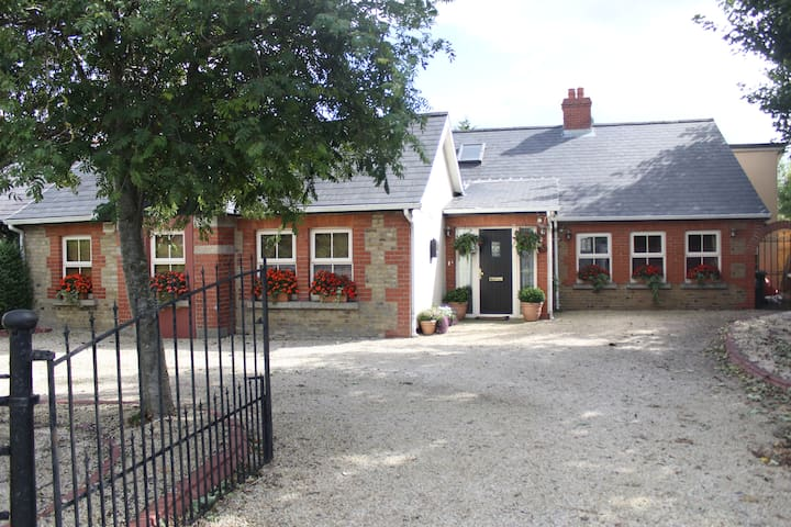 charming cottage own kitchen/patio. - Dublin - Hus