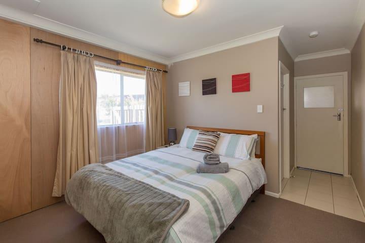 Private 1 Bedroom apartment in quite Albert Town - Albert Town - Apartamento