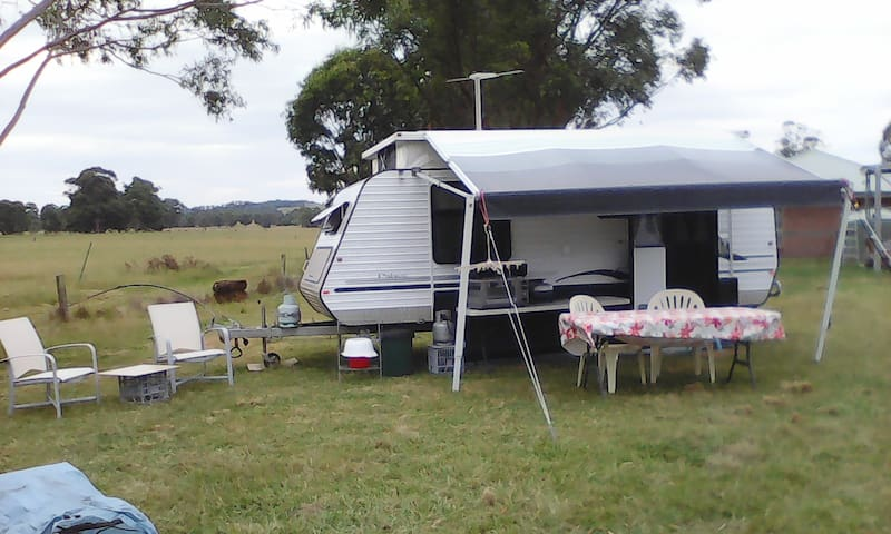 4 berth caravan on small acreage - Quorrobolong - Wóz Kempingowy/RV
