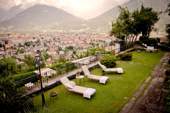 Room w/ two beds (can make double) - Domodossola