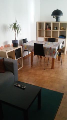 Nice room in Vic center - Vic - Leilighet