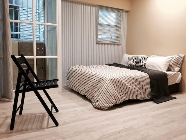 COZY BALCONY 果 /成大近夢時代 / 寢具每人次清洗保證 - East District - Appartement