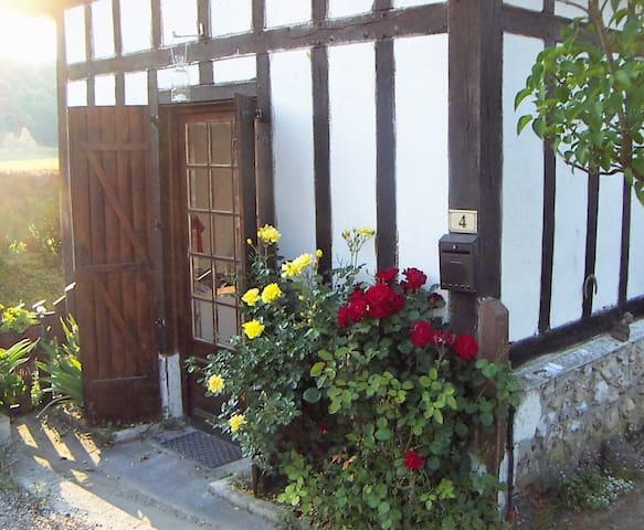 Cute cottage near historic abbey - Le Bec-Hellouin - Casa