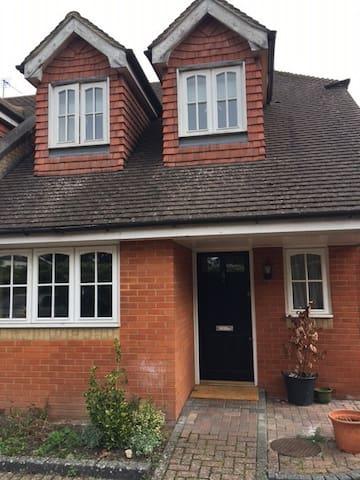 Modern 3 bedroom house with garden - Winkfield Row - Hus