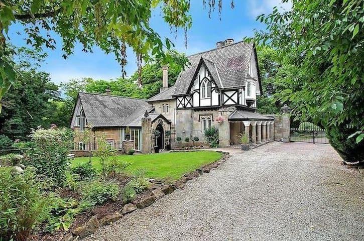 The Lodge - Castle Donington (Derbyshire) - Castle Donington