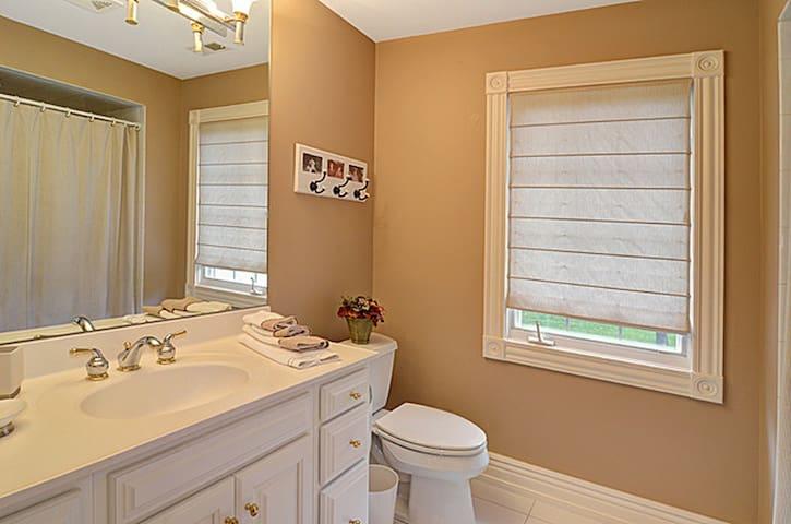 Beautiful home in a premier location - Burr Ridge - Casa