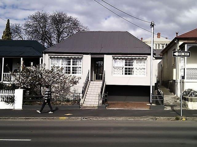 Budget intl.student sharehouse-4CBD - Hobart - Huis