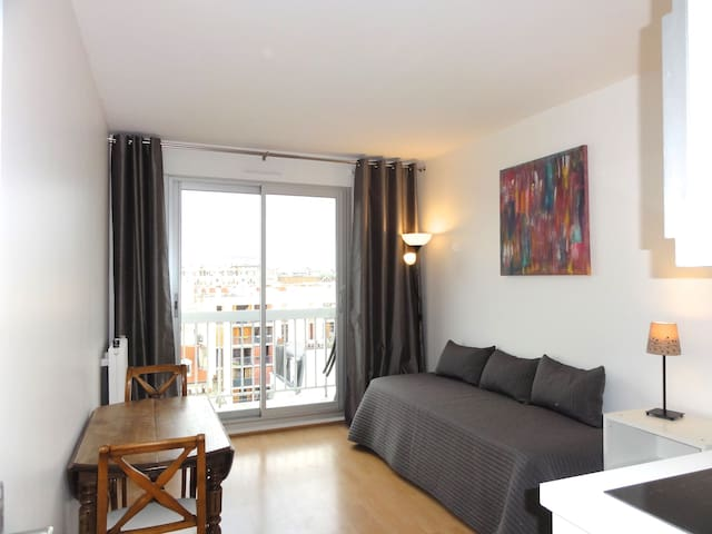 2 rooms+balcony view of Eiffel Tower from your bed - Parigi - Appartamento