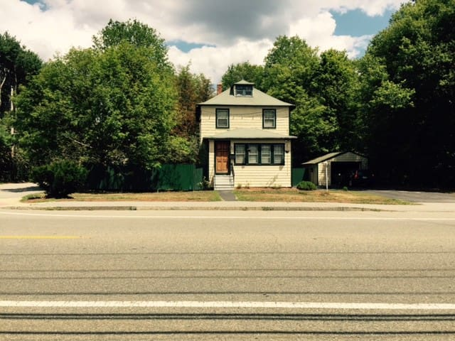 Entire house 2 BR, Bath, Living, Dining room - Stoughton - Дом
