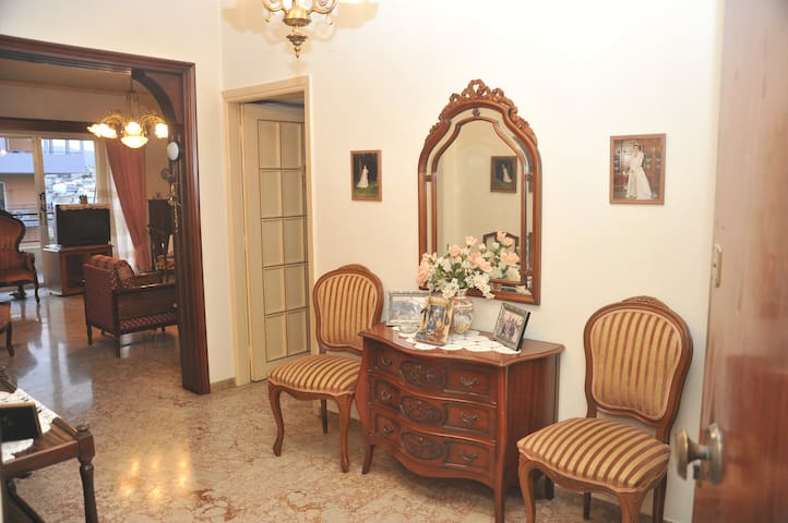 Sunny apartment with 2 bedrooms - Galatsi