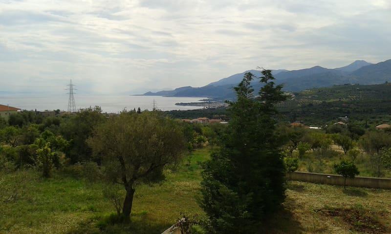 Sea view villa apartment - Akráta - Daire