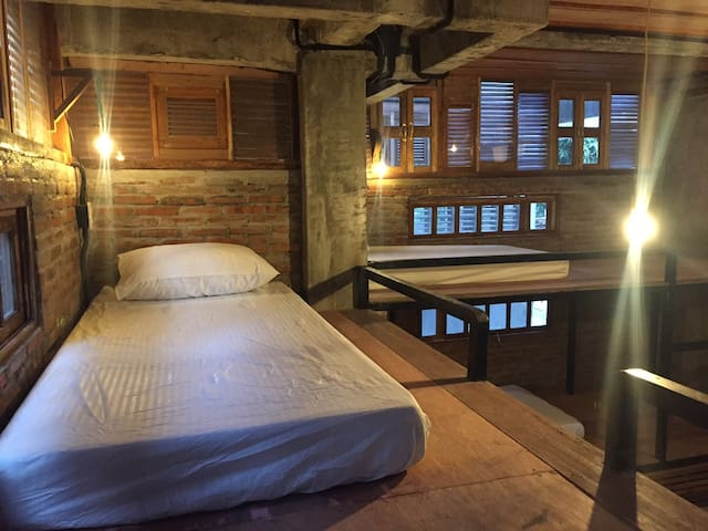 Comfortable Bunk Bed in 8-bed dormitory - Dumaguete - Guesthouse