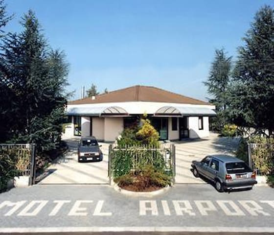 Airport Motel Malpensa BUFFET BREAKFAST INCLUDED! - Tornavento - Overig