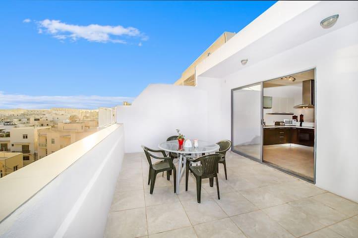 Amazing Penthouse with a stunning view of Valetta - Tas-Sliema - Huoneisto