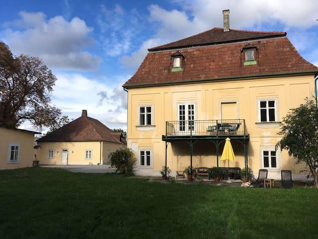 Schloss mit Park und See südlich von Wien - Unterwaltersdorf - Linna