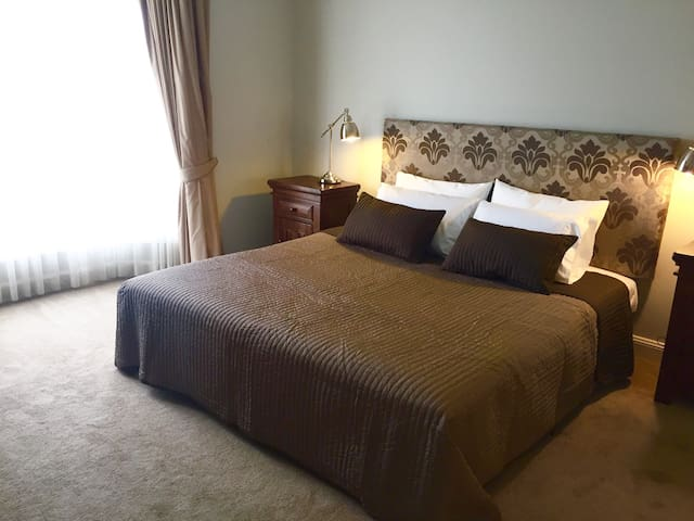 Luxurious kingsize bed, ensuite & exclusive lounge - Tanunda - Huis