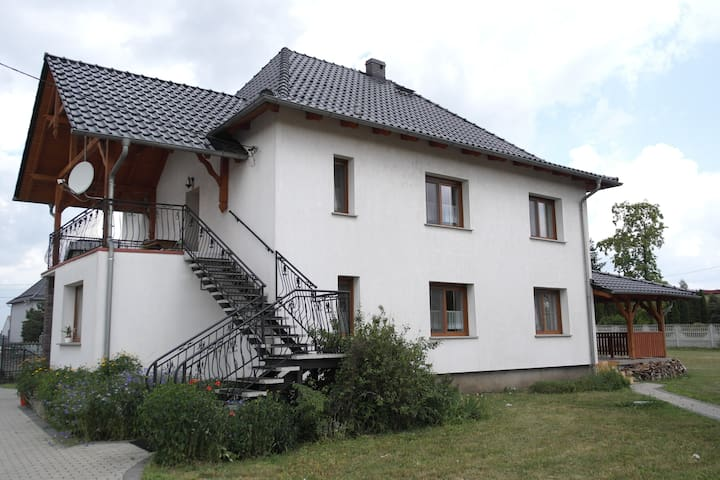 Apartment with balcony on the first floor - Sucha - Appartement