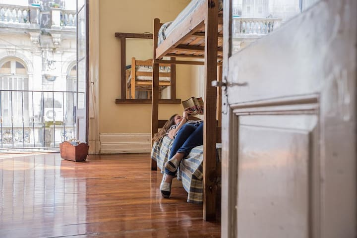 One bed in a 8 beds dorm + breakfast + wifi - Buenos Aires