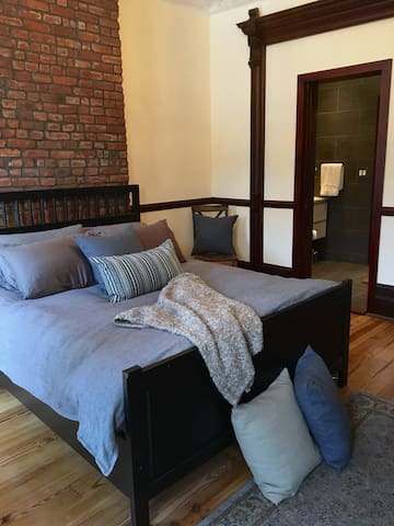 Entire floor of Brownstone Triplex w/ private deck - Brooklyn - Wohnung