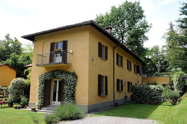 Beautiful country side house near Como - Villa Guardia - Casa