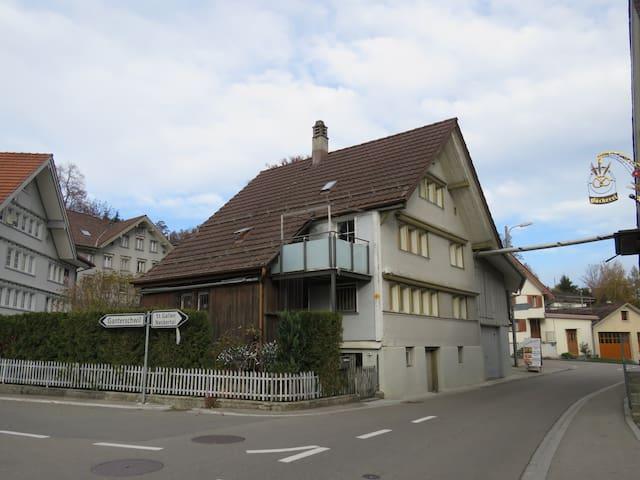kleines Haus für kleine Leute - Oberhelfenschwil