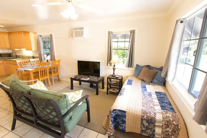 1BR Home; Walk into the Heart of Lahaina Town! - Lahaina